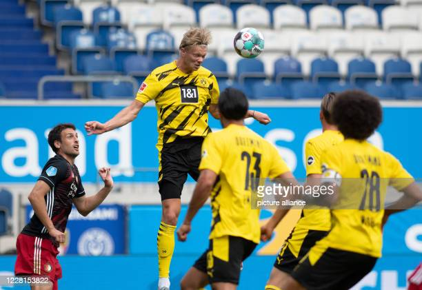 August 2020, North Rhine-Westphalia, Duisburg: Football, test matches, Borussia Dortmund - Feyenoord Rotterdam, Schauinsland Reisen Arena: Dortmund's...