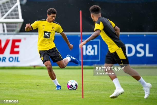August 2020, Switzerland, Bad Ragaz: Football: Bundesliga, training camp of Borussia Dortmund. Jude Bellingham plays Jadon Sancho. Photo: David...