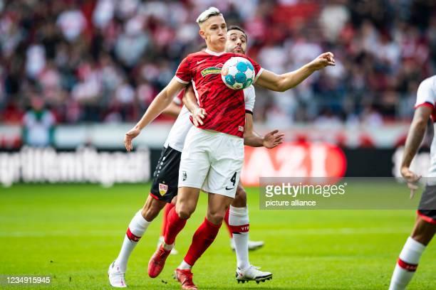 August 2021, Baden-Wuerttemberg, Stuttgart: Football: Bundesliga, VfB Stuttgart - SC Freiburg, Matchday 3 at Mercedes-Benz Arena. Stuttgart's Hamadi...