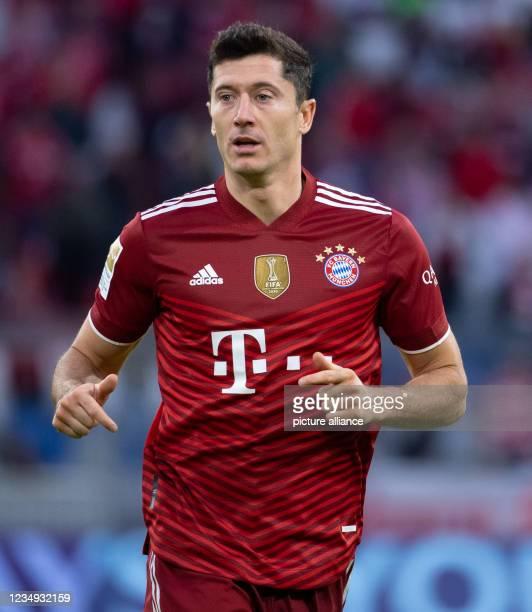 August 2021, Bavaria, Munich: Football: Bundesliga, Bayern Munich - Hertha BSC, Matchday 3 at Allianz Arena. Robert Lewandowski of Munich in action....