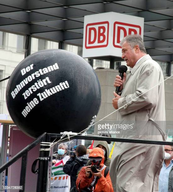 August 2021, Berlin: Klaus Weselski, head of the GDL, takes part in a protest rally of the train drivers' union GDL in front of the railway tower at...