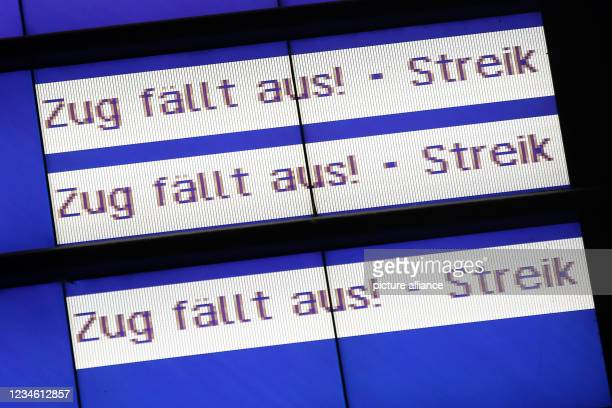August 2021, Hamburg: A display board shows train cancellations at the main station during the strike of the train drivers' union GDL. A nationwide...