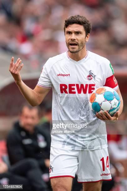 August 2021, North Rhine-Westphalia, Cologne: Football: Bundesliga, 1. FC Köln - VfL Bochum, Matchday 3, RheinEnergieStadion. Cologne's Jonas Hector...