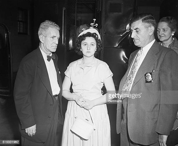 August 23 1950 New York US Deputy Marshals Harry McCabe and James A Shannon escort Mrs Ethel Rosenberg of New York as she appears in Federal Court to...