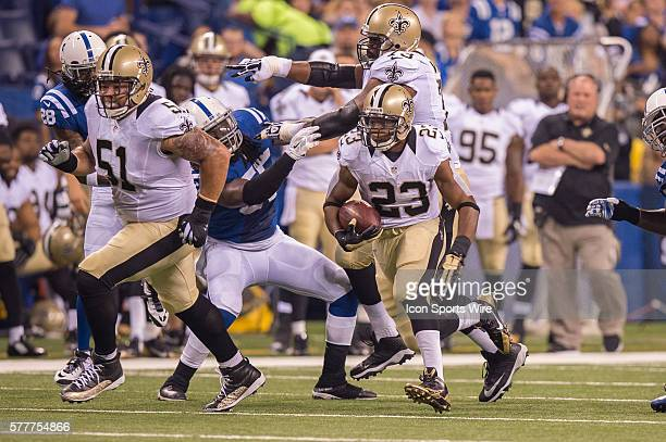 New Orleans Saints center Jonathan Goodwin blocks downfield for New Orleans Saints running back Pierre Thomas during a week 3 preseason football game...