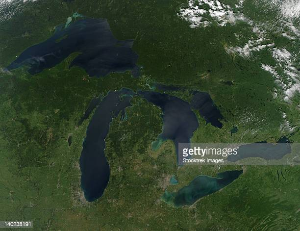 august 28, 2010 - satellite view of a cloudless summer day over the entire great lakes region.  - great lakes stock pictures, royalty-free photos & images
