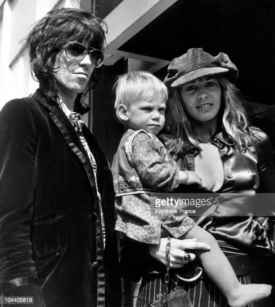 August 29 1970 The ROLLING STONES guitarist Keith RICHARDS leaving Heathrow airport in London with his wife the actress Anita PALLENBERG and his son...