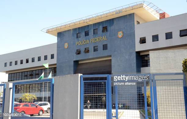 """August 30 Brazil, Curitiba: The headquarters of the Federal Police in Curitiba, where former President Lula sits. The demonstrators demand """"Lula..."""