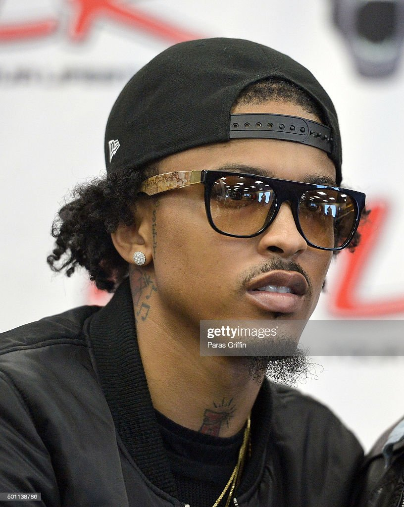 August Alsina Attends His Meet And Greet At Dtlr On December 12