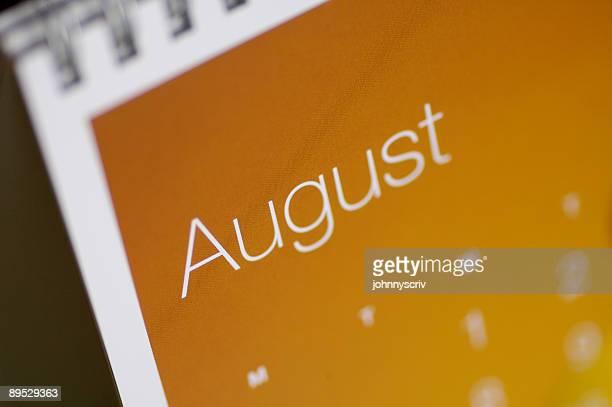 August bis in der Nähe.
