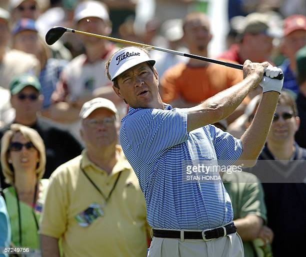 Davis Love III of the US watches his tee shot on the third hole 04 April 2006 during the second practice round at the 2006 Masters at Augusta...