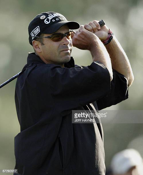 Augusta, UNITED STATES: Rocco Mediate of the US, watches his drive on the 10th hole 09 April 2006, during the rain delayed third round for the 2006...