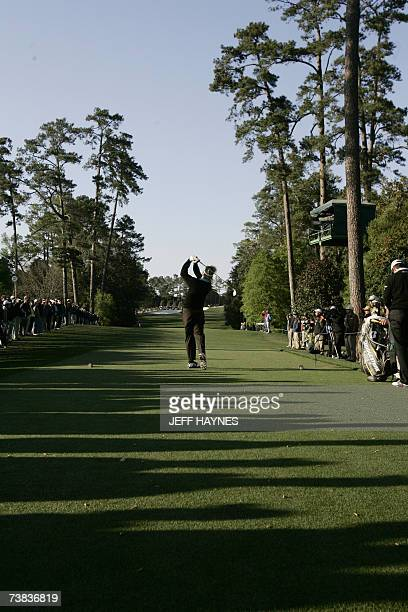 Augusta, UNITED STATES: Stuart Appleby of Australia hits a tee shot on the 18th hole 07 April, 2007 during the third round at the 71st Masters Golf...