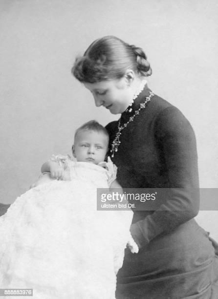 Augusta Viktoria Kaiserin Deutschland Portrait der Gemahlin Wilhelms II die letzte deutsche Kaiserin und Königin von Preußen mit ihrem Sohn Prinz...