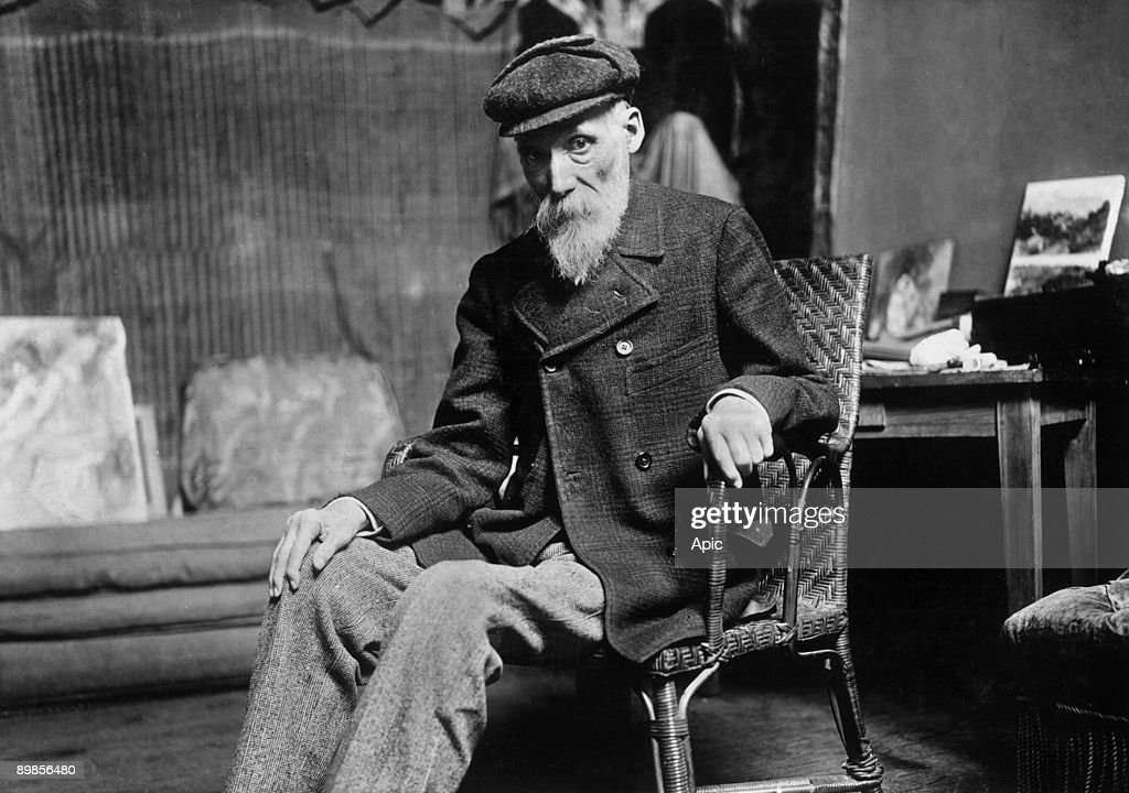 Auguste Renoir (1841-1919), French painter, in his workshop in Cagnes-on-Mer (Alpes-Maritimes), about 1907 : News Photo