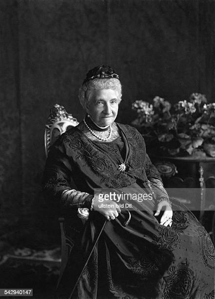 Auguste von MecklenburgStrelitz früher Prinzessin Augusta von Cambridge Witwe von Herzog Friedrich Wilhelm von MecklenburgStrelitzPortrait undatiert...