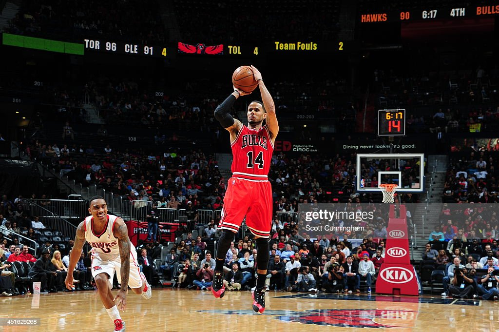 D.J. Augustin #14 of the Chicago Bulls shoots against the Atlanta Hawks on February 25, 2014 at Philips Arena in Atlanta, Georgia.