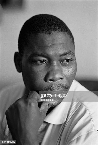 Augustin Valeso Freund von Alberto Adriano aus Mosambik der schon 18 Jahre in Deutschland lebte und von rechten Schlaegern so schwer verletzt wurde...