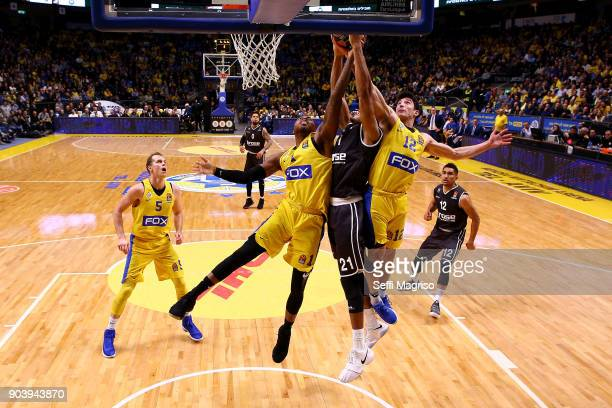 Augustine Rubit #21 of Brose Bamberg competes with Deshaun Thomas #1 of Maccabi Fox Tel Aviv during the 2017/2018 Turkish Airlines EuroLeague Regular...