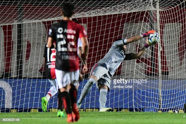 Augusto Ballata of River Plate catches the ball during a match between Colon and River Plate as part of Torneo Primera Division 2016/17 at Brigadier...