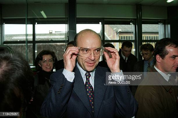 Aulnay / Bois: Juppe Meeting Of Young 1st On March ,1997 In Aulnay Sous Bois,France