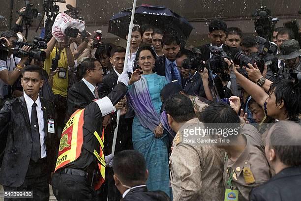 Aung San Suu Kyi greets Burmese immigrants at Talad Talay Thai Hall on June 23 2016 in Bangkok Thailand Myanmar's Aung San Suu Kyi arrived in...