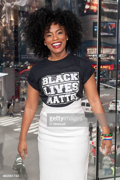 Aunjanue Ellis visits 'Extra' at their New York studios at H&M in Times Square on December 16, 2014 in New York City.