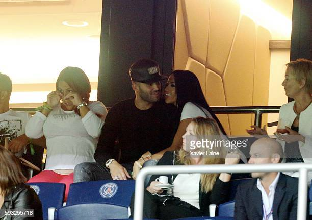 Aurah Ruiz kisses her boyfriend Jese Rodriguez of Paris SaintGermain during the French Ligue 1 match between Paris SaintGermain and FC Metz at Parc...