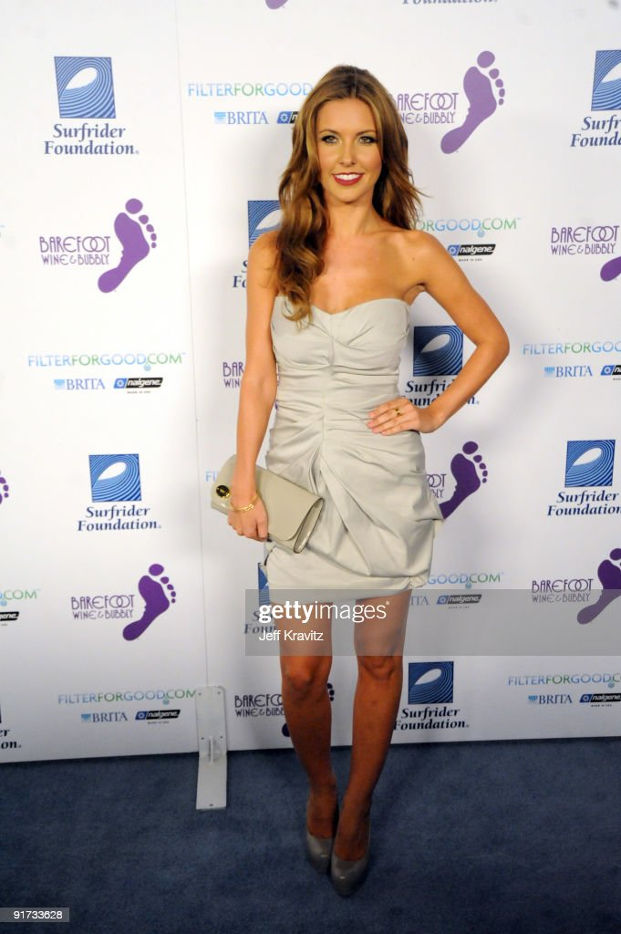 Aurdina Partridge attends The Surfrider Foundation's 25th Anniversary Gala at the California Science Center's Wallis Annenberg Building on October 9, 2009 in Los Angeles, California.