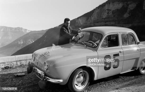 Aurillac France fin janvier 1958 Le 27e Rallye de MonteCarlo 1958 a été remporté par Guy Monraisse et Jacques Féret sur Renault Dauphine Le retour...