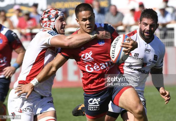 Aurillac's French wind Fred Gaveau vies with Oyonnax' French hooker Didier Tison during the French Pro D2 rugby union match between Stade Aurillac...
