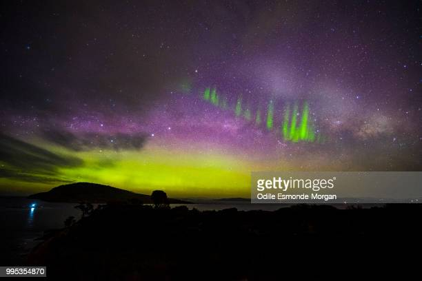 aurora australis with picket fence - aurora australis stock pictures, royalty-free photos & images