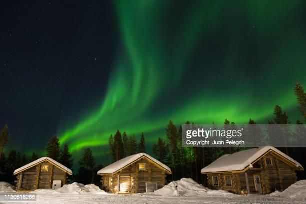 aurora boreal en la laponia finlandesa - finland stock pictures, royalty-free photos & images