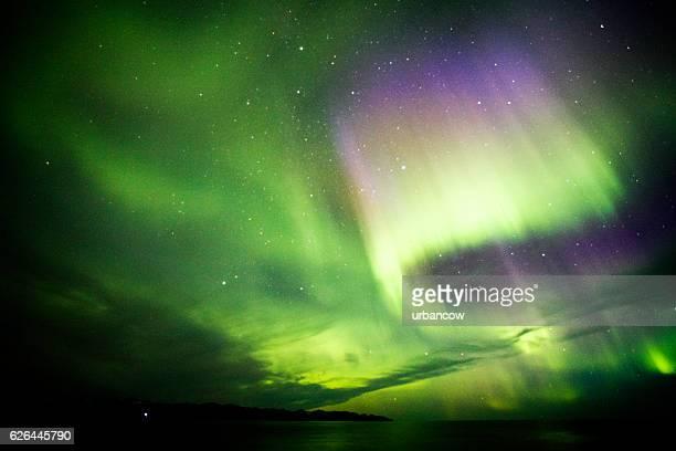 aurora boreal, islândia - ponto de referência natural - fotografias e filmes do acervo
