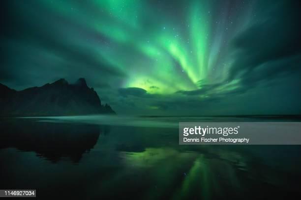 aurora borealis in iceland - polarklima stock-fotos und bilder