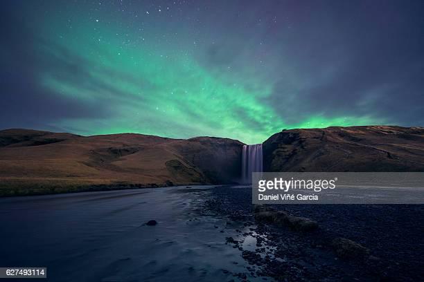 Aurora borealis in Skógafoss, 'tSkógar, Iceland
