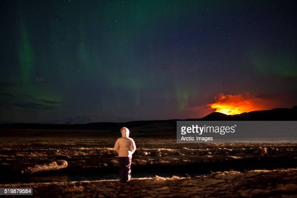 aurora borealis over eruption at eyjafjallajokull glacier - volcanic activity stock pictures, royalty-free photos & images