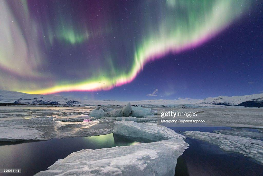 Aurora displays over jokulsarlon glacier lagoon : Stock Photo
