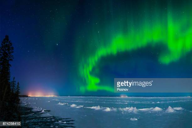 aurora over minnesota north shore - duluth minnesota stock pictures, royalty-free photos & images