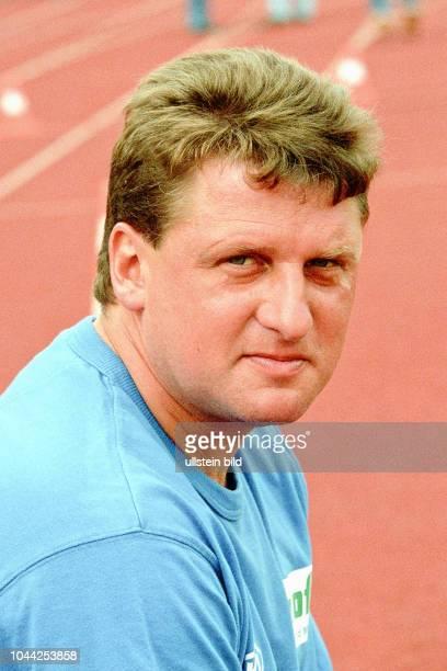 Aus 1BL Saison 1999/2000 VfL Wolfsburg gegen Hansa Rostock 20 Im Foto Hansa Trainer Andreas Zachhuber