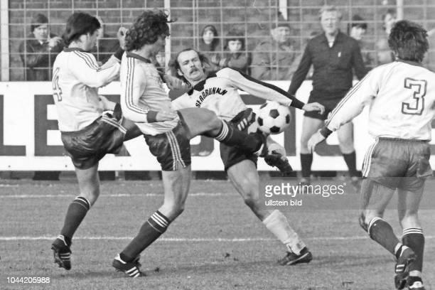 Aus 2 BL Nord Saison 1979/1980 VfL Osnabrück gegen Alemania Aachen Puma Trikot 30 Im Foto