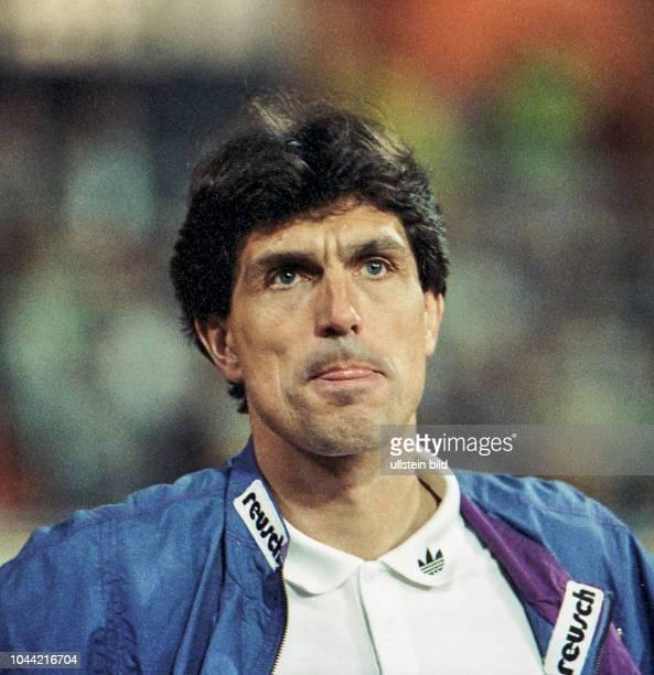 Aus 2 BL Saison 1992/1993 Hannover 96 gegen SpVGG Unterchaching 11 im Niedersachsenstadion Im Foto SpVgg Trainer Rainer Adrion