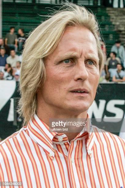 Aus DFB Pokal Hannover 96 Am gegen RotWeiß Oberhausen 03 Hier RWO Trainer Joern Andersen