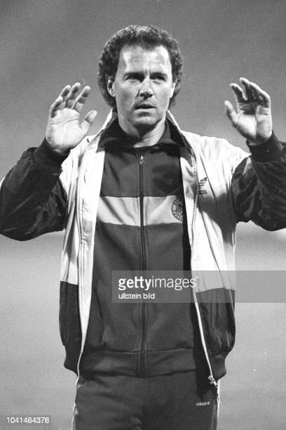Aus DFB Trainingslager Deutschland gegen Spanien in Barsinghausen. Im Foto: DFB Trainer Franz Beckenbauer