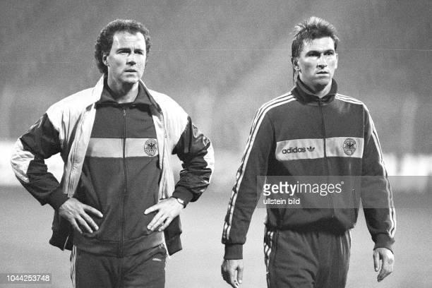 Aus DFB Trainingslager Deutschland gegen Spanien in Barsinghausen. Im Foto: DFB Trainer Franz Beckenbauer li. Und Klaus Augenthaler