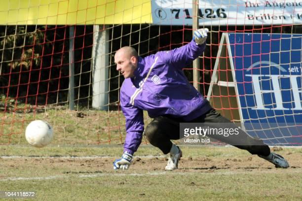 Aus NFV Pokal Viertelfinale TSV Havelse gegen den VFL Osnabrück 23 nE Im Foto VfL OS TW Marcus Rickert in der Aufwärmphase
