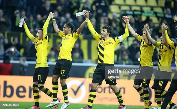 Ausgelassener Freude der Dortmund Spieler nach dem 3:0 Sieg ,Marco Reus , Pierre-Emerick Aubameyang , Mats Hummels , Oliver Kirch , Henrikh...