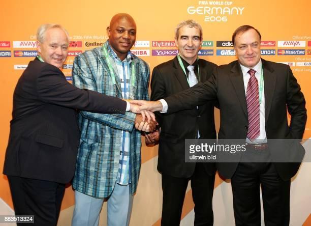 FIFA WM 2006 Auslosung Hauptrunde in Leipzig Koebi Kuhn Stephane Queshi Raymond Domenech Dickk Advocaat
