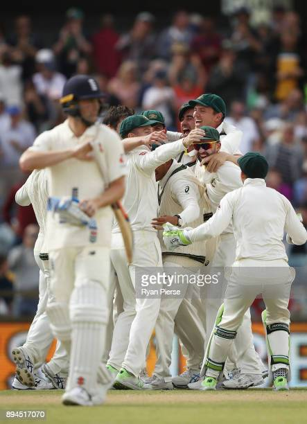 Ausralia celebrate after Pat Cummins of Australia claiimed the fianl wicket of Chris Woakes of England to claim victory during day five of the Third...