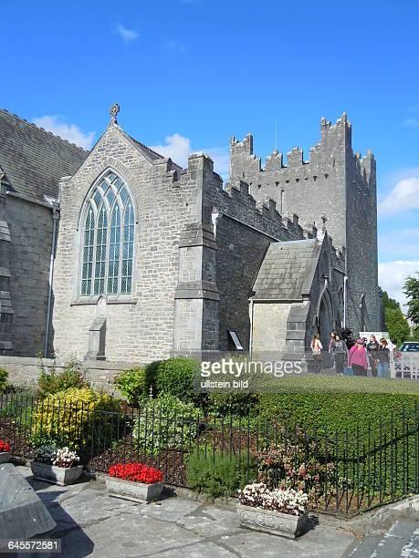 Aussenansicht der Holy Trinity Abbey Church aufgenommen am 22 Juli 2015 in der Kleinstadt Adare bei Limerick